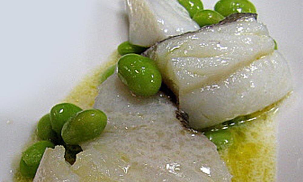 Bacallà confitat amb oli verge amb salsa de coco i gingebre