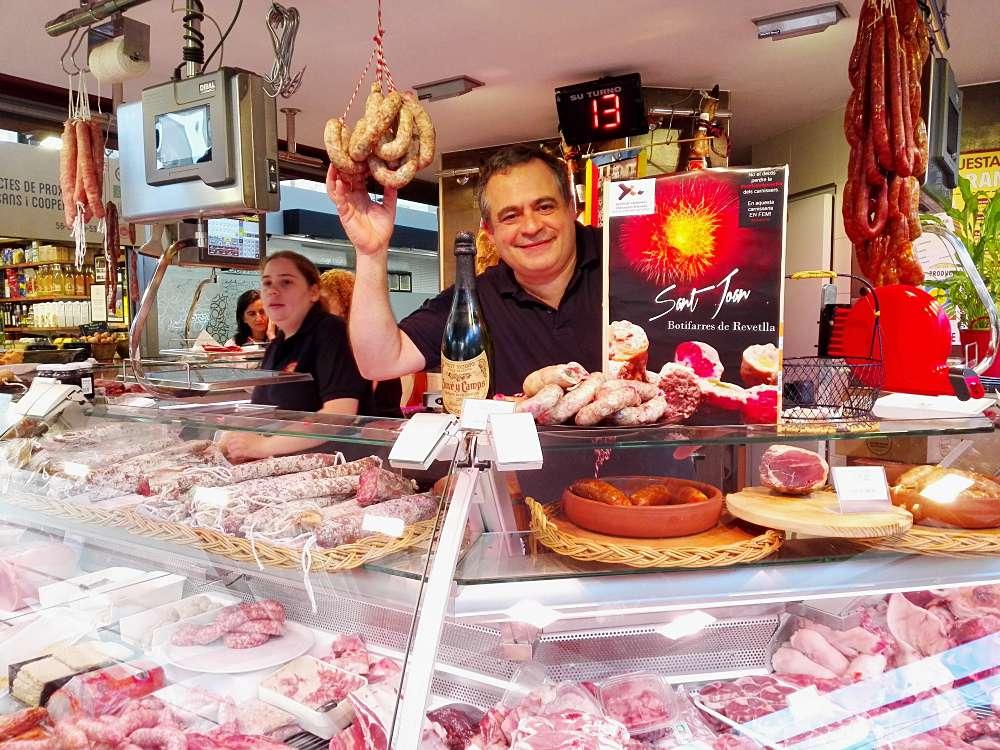 El mercat del Lleó ha donat a provar la botifarra de revetlla del Gremi de Carnissers i Xarcuters artesans de les comarques gironines